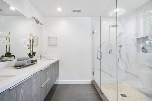 ตัวอย่างกระจกห้องน้ำแบบบานเปิด